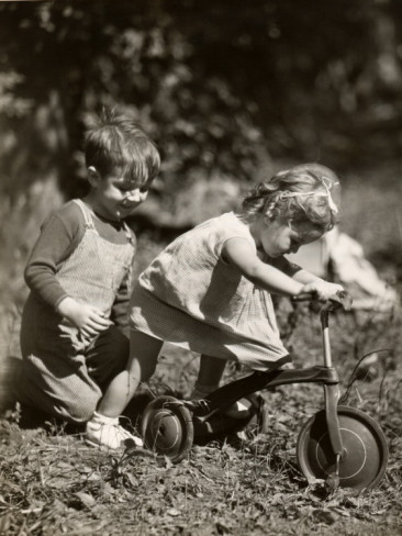 little-boy-and-girl-playing