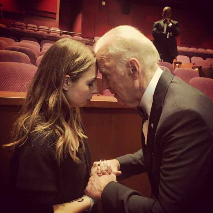 There's a moving story behind this powerful photo of Biden and a ...