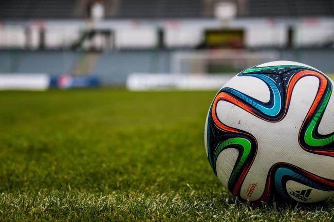 Fotbal fără suporteri. Suflă vântul în tribunele Municipalului