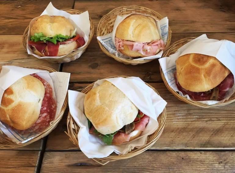 10 pratos típicos de Milão - Michetta