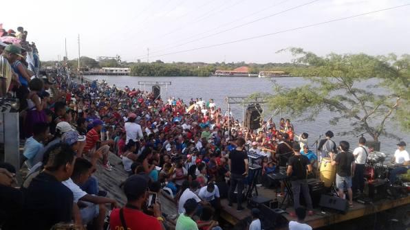 Estuvo presente el toro mecánico de Movistar y La Cuneta Son Machín para bailar al ritmo de cumbias.
