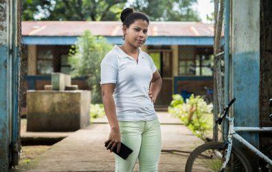Lorena Salazar es la profesora de preescolar. Ella tiene 18 años y está estudiando el tercer año de secundaria. Carlos Herrera. Niú
