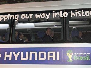 Selección australiana llegando a Brasil