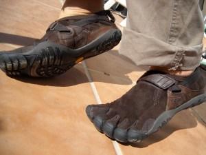 Zapatos 5 dedos usados por escalador