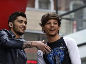 Integrantes de One Direction fumándose un porro