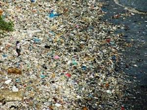 Planeta: Plástico envena los océanos