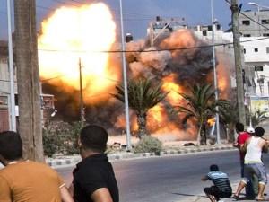 Un edificio derrumbado en Gaza tras ataque del Ejército israelí