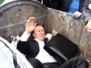 Ucrania: Lanzan a la basura a diputado