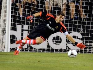 Iker Casillas entre los palos