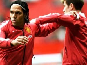 Falcao en jugada con uniforme del Manchester