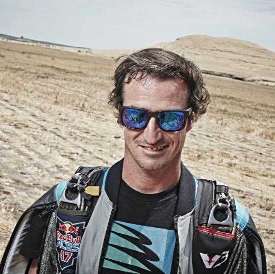 Carlos Pedro Briceño - practicante de Wingsuit