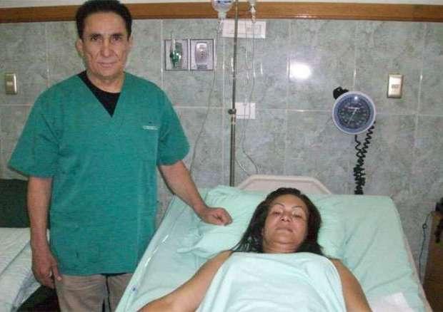 el urólogo Alejandro González, fundador de los estudios de postgrados médicos en el estado Monagas, miembro emérito de la Sociedad Venezolana de Urología y su equipo de especialistas conformado por Nixon Lattines, Edgar Urrieta, Héctor Fernández, Héctor Jaramillo, Carlos Corso y Ramón Canelón, realizan estas operaciones de reasignación de sexo.