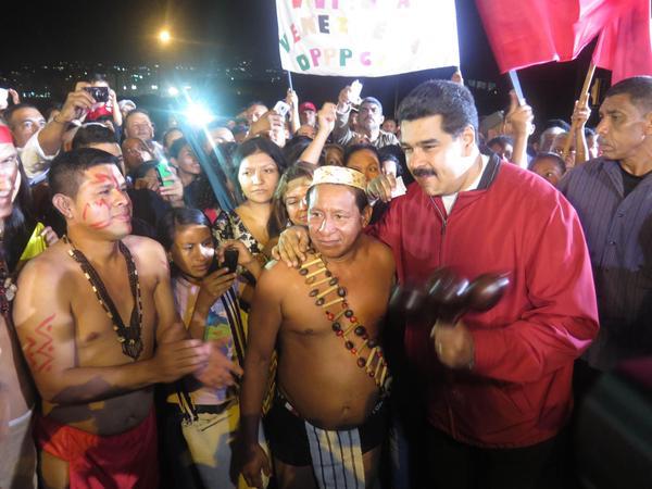 maduro_en_plaza_venezuela_estatua_guaicaipuro 2