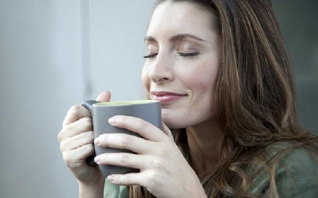 Beber-café-mujer