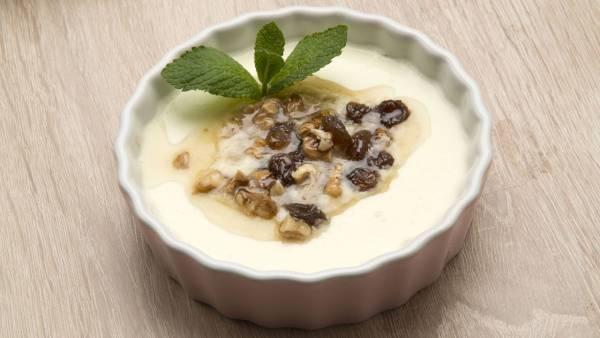 Cuajado de yogur y piña
