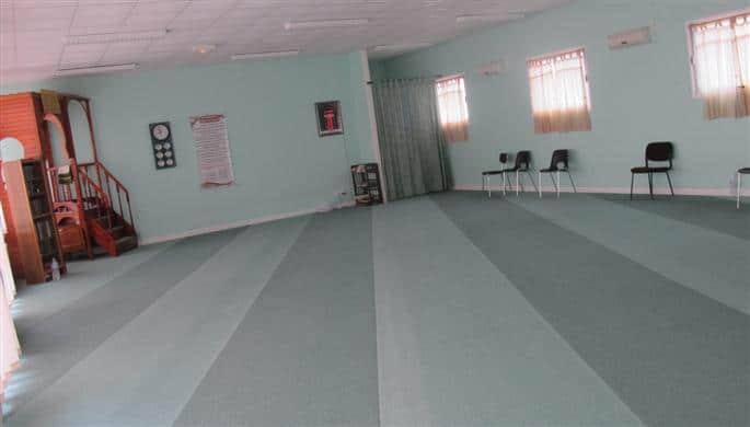 depuis-plusieurs-annees-les-musulmans-se-retrouvent-dans-cette-salle-de-priere-amenagee-dans-l-ancienne-ecole-situee-chemin-de-la-convalescence