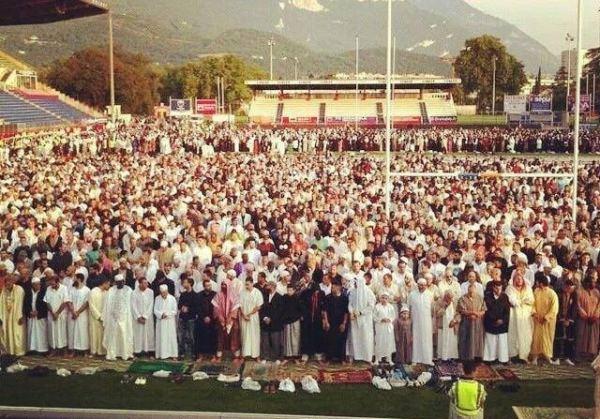 Prière de l'Aïd au stade de Rugby de Grenoble
