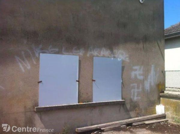 Tags nazis sur la salle de prière de la Charité-sur-Loire