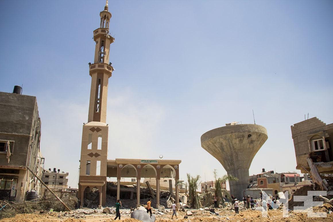 Ce qui reste de la mosquée Tawhid de Khuza'a après l'explosion