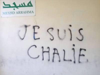 Tag sur la mosquée Arrahma de Perpignan