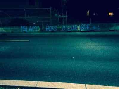 Tags islamophobes dans les rue de Lyon signés par les identitaires 3