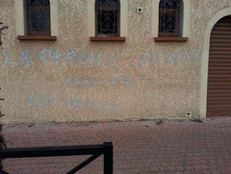 Tag sur la mosquée de Tarbes