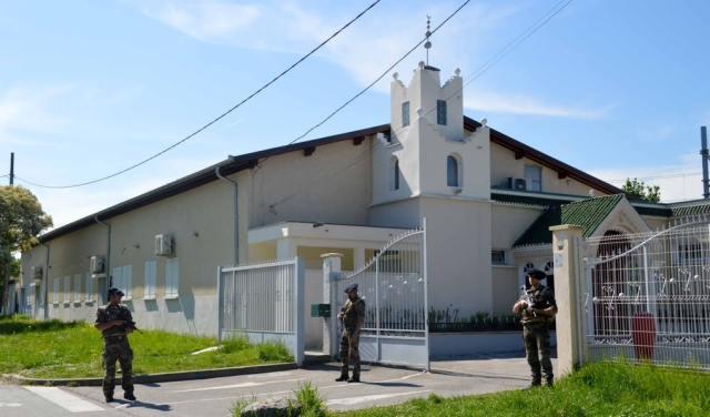 Militaires-devant-la-mosquée-de-Chambéry