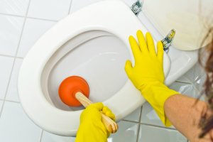 Como Verificar o Entupimento de Vasos Sanitários