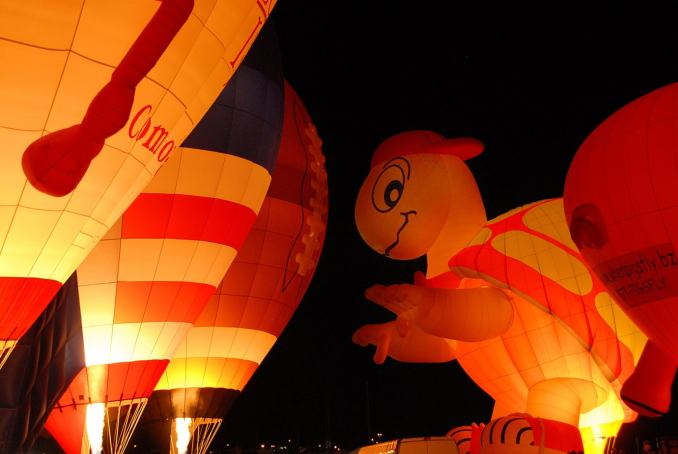 Albuquerque International Balloon Fiesta 2015 - Glowing Turtle
