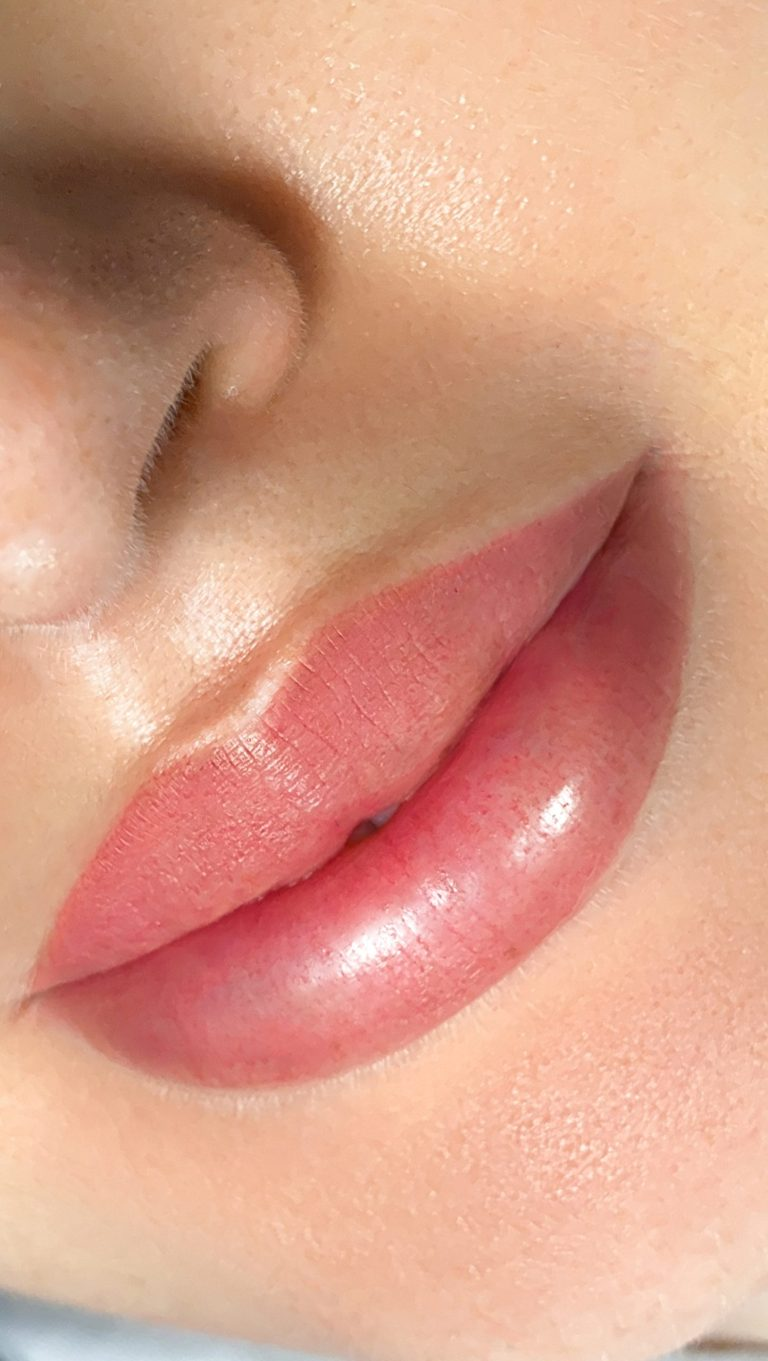PERMANENT MAKEUP OF LIPS 2