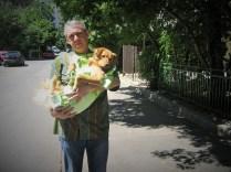 Avedis avec une chienne qui vient d'être stérilisée (juillet 2011)