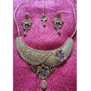 Gold Plated imitation floral necklace design