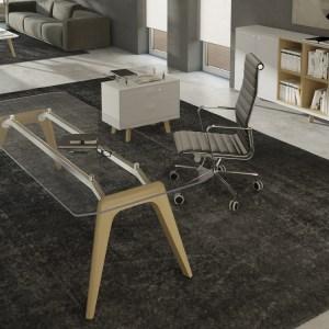 SD24 - scrivania direzionale con struttura in legno, e piano in vetro trasparente. Disponibile anche in altre finiture. (BRALCO)