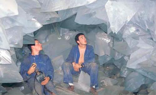 1999 photos of giant crystals in the Pulpí Geode from Cuaderno de Campo De Jaravia Historia, Geologia y Mineralogia