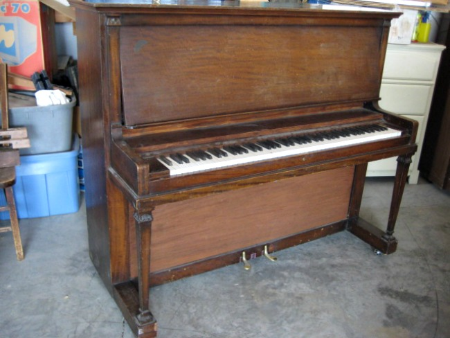 Amazing makeover of an upright piano. #FFFC