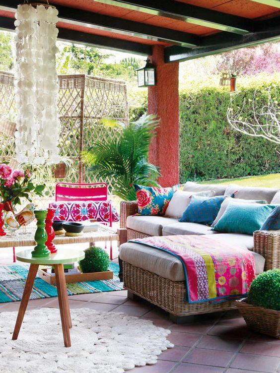 21 Amazing Outdoor Entertaining Areas that you can totally DIY! Take a look at these outdoor spaces for ideas and inspiration. Design Asylum Blog