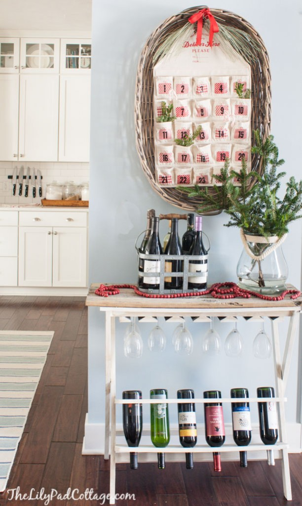 Here are 10 quick and easy ways to decorate your home for the holidays! See how to easily decorate your home for the holidays with these unique ideas!