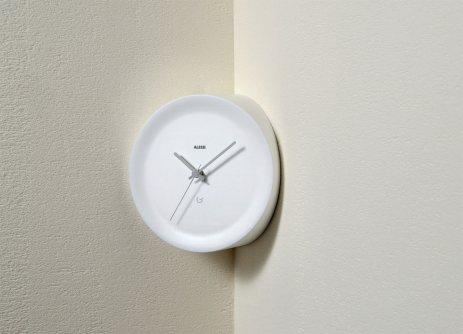 orologio-ora-in-bianco-alessi-da-angolo-parete