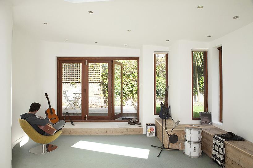 Garden Studio By Scenario Architecture Blends Into Background