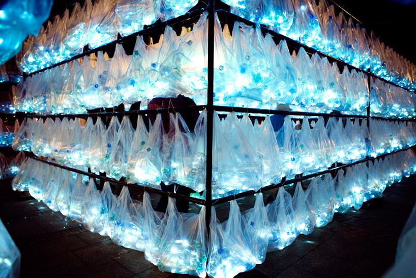 luzinterruptus-labyrinth-of-plastic-waste-poland-designboom-06