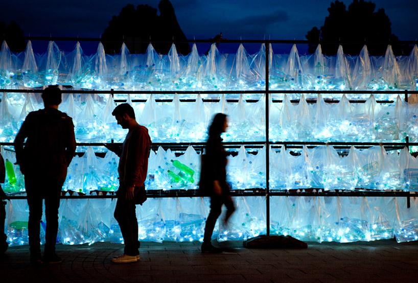 luzinterruptus-labyrinth-of-plastic-waste-poland-designboom-09