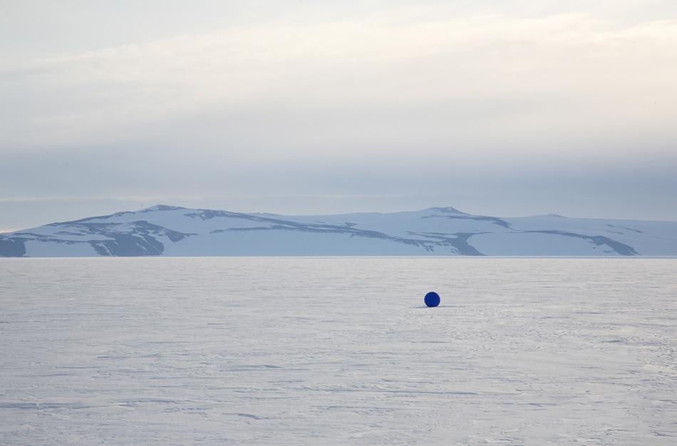 stellar axis aligns 99 blue spheres to stars in the antarctic sky designboom