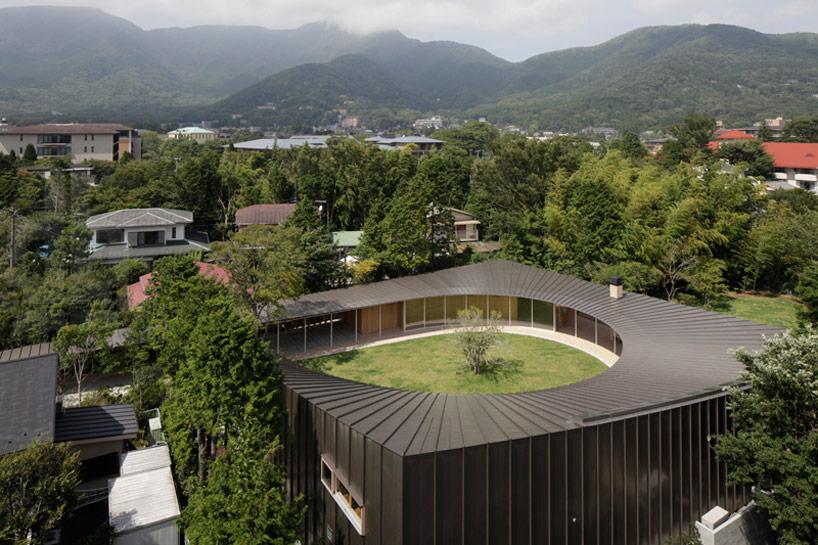 Shigeru Ban Subtracts Circular Courtyard From Villa