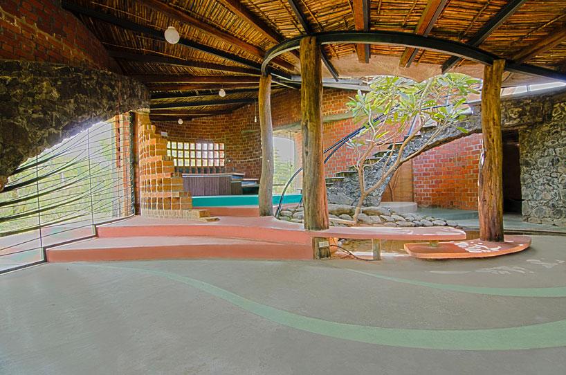 ISTUDIO Architecture Double Curves Brick House Near Mumbai