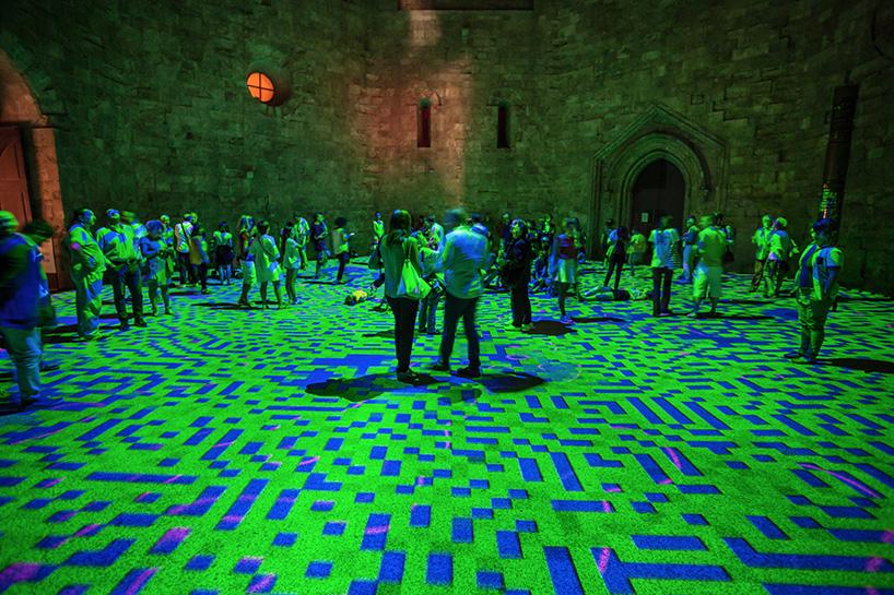 miguel-chevalier-magic-carpets-interactive-virtual-reality-installation-castel-del-monte-italy-designboom-06