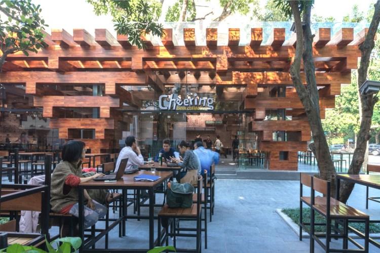 HP architects cheering restaurant designboom03