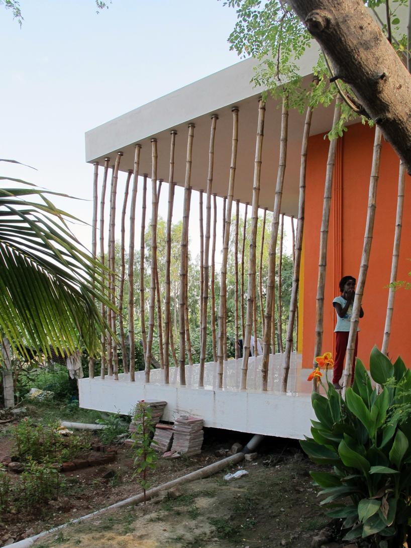 casa-rana hecha-en-tierra-arquitectura-india-designboom-02