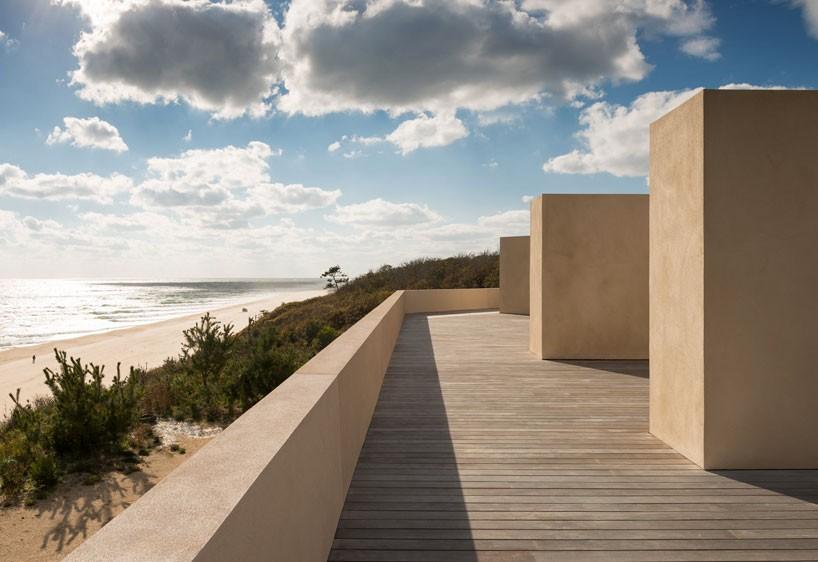 John Pawson Aligns Stucco Montauk House With Views Of The Atlantic Ocean