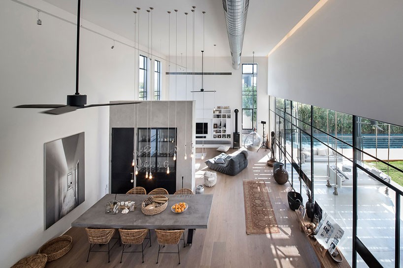 Neuman Hayner Plans L Shaped Poolside Family Residence In