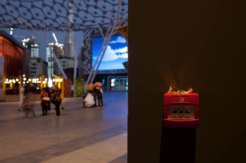 slinkachu-dubai-walls-miniature-street-art-designboom-02